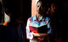 27-mulher-orando-adorando-filipinas