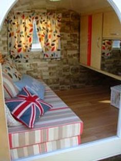 RV Camper Vintage Bedroom Interior Design Ideas 59