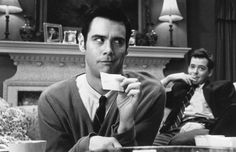 Still of Matthew Broderick and Jim Carrey in The Cable Guy