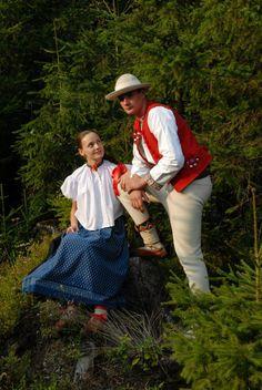 Strój Górali Beskidu Śląskiego jest jedyny w swym rodzaju. Piękne białe koszulki nadają kobietą z tamtego regionu elegancji. Mężczyźni natomiast mają okazję poszczycić się niezwykłymi pasami zwanymi również trzosami.