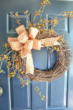 Put a big beautiful fall wreath on your front door. One that will get noticed! Here are 7 gorgeous, easy fall wreaths to make with lots of tips to give them a designer look! Outdoor Fall Wreaths, Easy Fall Wreaths, Diy Fall Wreath, Wreath Ideas, Wreath Burlap, Outdoor Decor, Diy Projects For Fall, Fall Leaf Garland, Autumn Theme