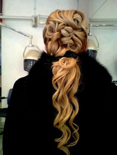 This is a good camp-meeting hair-do. Very Pentecostal-ish. ♥♥♥ Previous pinner posted; curly hairstyle