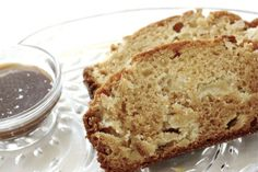 It's a throwback to your childhood with this Caramel Apple Amish Friendship Bread reminiscent of summer-time fairs and Halloween.