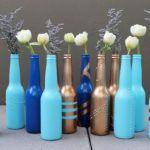 No post de hoje vou te mostrar 30 ideias de artesanatos com garrafas de vidro, sejam elas garrafas de vinho, água, azeite, molhos, cerveja ou qualquer outra bebida. São peças com passo a passo bem simples e super econômicos. Além disso você ajuda a natureza, produzindo menos lixo. Você com certeza possui algumas