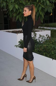 maria-menounos-in-black-leather-skirt-out-in-los-angeles-10-08-2015