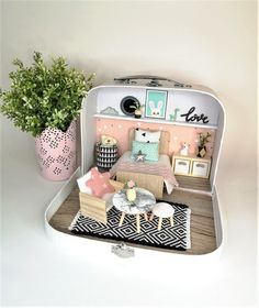 Miniature Furniture, Doll Furniture, Dollhouse Furniture, Diy Dollhouse, Dollhouse Miniatures, Mini Mundo, Sonny Angel, Doll House Plans, Kitchens And Bedrooms