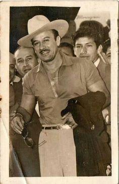 Pedro Infante.                                                                                                                                                                                 Más