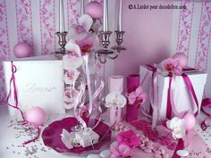 Variez les nuances de #rose en déroulant sur une nappe blanche un chemin de table rose pâle (http://www.decodefete.com/10m-chemin-table-uni-rose-tendre-p-563.html) sur lesquels fleuriront des assiettes #fushia (http://www.decodefete.com/assiettes-dessert-fleur-fushia-p-2421.html) ! Accessoirisez votre livre d'or (http://www.decodefete.com/livre-dor-strass-blanc-p-2100.html) et votre urne (http://www.decodefete.com/urne-carre-blanche-p-2243.html) à l'aide de #fleurs et rubans !