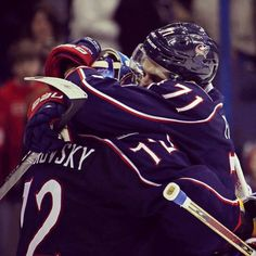 Nick Foligno and Sergei Bobrovsky congratulate each other at the end of a game #CBJ