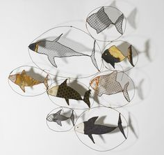 Wire and fabric fish - By Sylvia Eustache Rools Fabric Fish, Art Fil, Turbulence Deco, Ideias Diy, Wire Crafts, Fish Art, Mobiles, Art Plastique, Art Education
