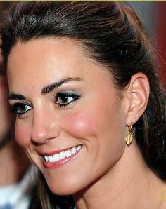 I don't think anyone looks that perfect in that close up shot of #katemiddleton