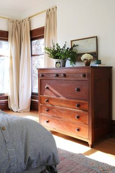 Home Decor Farmhouse master bedroom with antique wood dresser // country Farmhouse in Washington state // the Grit and Polish.Home Decor Farmhouse master bedroom with antique wood dresser // country Farmhouse in Washington state // the Grit and Polish Small Master Bedroom, Farmhouse Master Bedroom, Modern Bedroom, Contemporary Bedroom, Bedroom Country, Bedroom Vintage, Master Bedrooms, Antique Bedroom Decor, Antique Bedrooms