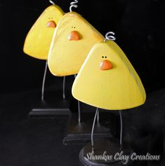 Adorable whimsical wooden Easter chicks with wire legs on black wood base.   This makes a perfect addition to your Easter decor - to sit on a shelf, entertainment center or keep you company at work!  Makes a great gift!