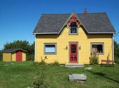 This looks like a nice cottage to rent close to Summerville Beach, NS.