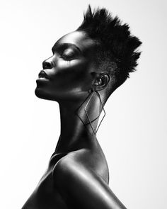 Afro Hairdresser of the Year - Charlotte Mensah . - Afro Hairdresser of the Year – Charlotte Mensah skin Be - Black And White Portraits, Black White Photos, Black And White Photography, Photo Black, Photo Portrait, Female Portrait, African Beauty, African Women, Beauty Photography