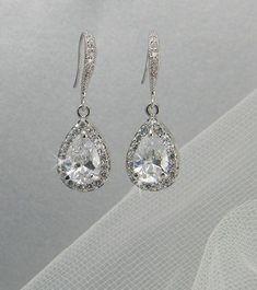 5b5fd72f3316 Crystal Bridal earrings Wedding jewelry by CrystalAvenues on Etsy, $34.00  ウェディングアクセサリー, ウェディングジュエリー