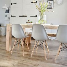 If there's one thing certain in the interior design world, it's that Charles and Ray Eames designed exceptional furniture for Herman Miller. Dining Room Inspiration, Interior Inspiration, Inspiration Design, Dining Room Furniture, Dining Chairs, Eames Dining Chair, Dining Table, Kitchen Dining, Dining Nook
