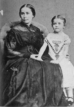 Mary Anna Jackson with her daughter Julia. Many, many children who where waiting for their father's to come home from the War grew up never knowing them. Julia was one. American Civil War, American History, Anna Jackson, Stonewall Jackson, Historical Pictures, Antique Pictures, Civil War Photos, Famous Women, Old Photos