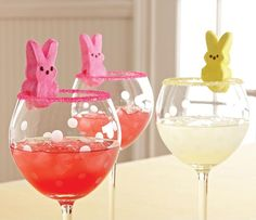 We're dressing up our Itty Bitty Bevs for spring! Use the new Drink Rimmer Set to decorate your Frosted Dots Stemware with pink colored sugar, then top with a marshmallow bunny.