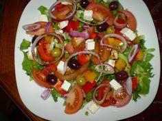 Zeleninový salát s balkánským sýrem. Vhodné doplnit dobrým pečivem. Autor: baiCerna Caprese Salad, Food, Author, Meals, Yemek, Insalata Caprese, Eten
