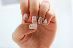 Ring in the New Year! http://www.jennsphilosophy.com/2013/12/mani-monday-new-years-sparkle.html  #newyearsnails #newyears #nye #2014 #nails #sparkles #accentnails #rosegold #horseshoe