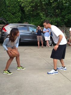 Aiyesha & Steph Curry: Love & Basketball ...that's cute