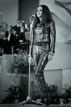 V roce 1968 zvítězila na největším festivalu populárních písní v Československu Bratislavské lyře. Punk, Retro, Google, Style, Fashion, Swag, Moda, Fashion Styles, Punk Rock