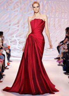 Abito rosso Zuhair Murad - Vestito da cerimonia per Natale 2014, con dettagli plissè e drappeggio Slaterale