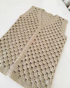 Herkese mutlu pazarlar ❤️ . Ve merak edilen yeleğim bitti ☺️ Bilgiler önceki paylaşımlarında var , tekrardan yazmıyım 😘 . . Anneciğimin ellerine sağlık 🌷 Crochet Cardigan Pattern, Crochet Jacket, Crochet Blouse, Baby Knitting Patterns, Knitting Stitches, Crochet Patterns, Crochet Baby, Knit Crochet, Filet Crochet