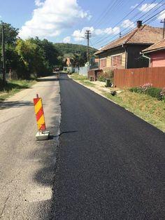 A fost demarată asfaltarea drumului judeţean Căpuşu Mare – Râşca Drum, Sidewalk, Country Roads, Drums, Walkways, Pavement