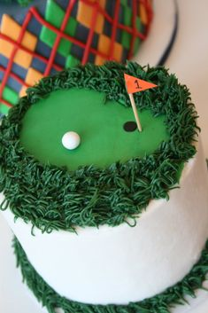 golf cake I like the grass part.