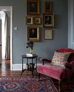 Love the wall color and the cozy corner feeling. Love the wall color and the cozy corner feeling. – Love the wall color and the cozy corner feeling. Love the wall color and the cozy corner feeling. Casual Living Rooms, Simple Living Room, Cozy Living Rooms, Home And Living, Living Room Corners, Sitting Rooms, Country Cottage Living Room, Cottage Lounge, French Living Rooms