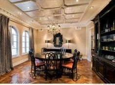 Dining Room The opulent dining area is accented by a silver-leaf coffered ceiling and dramatic parquet floors. Tori Spelling Home, Home Ceiling, Mirror Ceiling, Celebrity Houses, Trends, My Dream Home, Home And Family, Sweet Home, New Homes