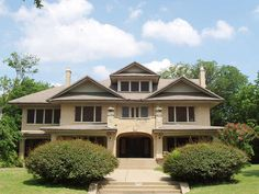 4949 Swiss Avenue was built in 1918 when Swiss Avenue was the showcase for Dallas elite. The Caruth family bought the home in 1922. (The Caruths once owned all the land north on Mockingbird to what is now Forest Hill. They donated the land to build the SMU Campus).