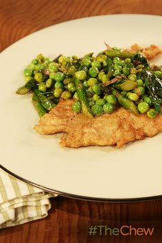 This Chicken Scaloppine with Asparagus & Peas dish has the delicious flavors of spring!