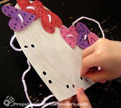 Heart lacing card craft project for preschoolers and toddlers