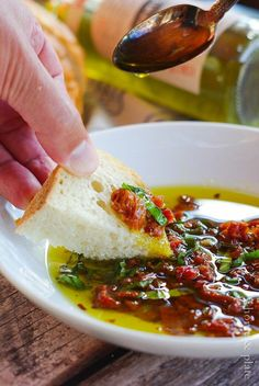 Dip your bakery bread in true Italian flavor with this bread dip with olive oil and sundried tomatoes. Bread Dipping Oil, Bread Oil, Bread Appetizers, Appetizer Recipes, Tomato Appetizers, Sun Dried Tomato Bread, Sun Dried Tomatoes, Olive Oil Dip For Bread, Olive Dip