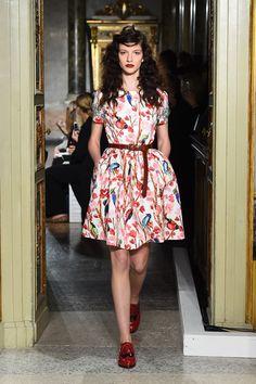 blugirl 2016年春夏コレクションをライブ配信 | ニュース - ファッションプレス