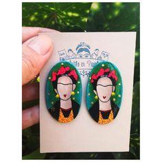 Frida Kahlo Paper Mache Earrings/Custom Frida Kahlo Earrings/Handpainted Frida Kahlo Oval Earrings/One of a kind Frida Kahlo earrings Clay Earrings, Polymer Clay Jewelry, Resin Jewelry, Jewelry Crafts, Handmade Jewelry, Jewellery, Paper Mache Crafts, Clay Design, Plastic Jewelry