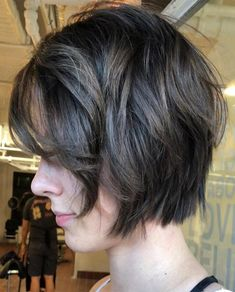 Chic hairstyles are trending in 2018 fall and it works great on medium length. These cool hairstyles are stylish and sexy to be carried for any event Fall Bob Hairstyles, Med Length Hairstyles, Chic Hairstyles, Black Hairstyles, Haircuts, Fall Hair Cuts, Short Hair Cuts, Hair Color Dark, Dark Hair