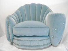 Armchair shell-shaped in green velvet and Swarovski crystals. #madeinitaly #artigianato #poltrona #chair
