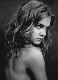 Natalia from back, Paris 2003 Photography Paolo Roversi. On the eve of his new show at The Wapping Project Bankside, world class photographer Paolo Roversi goes i-N conversation with i-D. Paolo Roversi, Natalia Vodianova, Foto Portrait, Female Portrait, Portrait Photography, Fashion Photography, Sally Mann Photography, Moon Photography, Glamour Photography