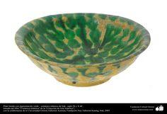 Islamic Pottery & ceramics - Bowl with green pigmentation - Iraq , IX and X century AD.