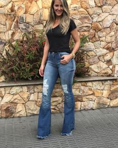 Hoka Women S Shoes Clearance Product Flare Jeans Outfit, Jeans Outfit Summer, Summer Outfits, Classy Outfits, Stylish Outfits, Cool Outfits, Fashion Outfits, Women's Fashion, Jeans For Tall Women