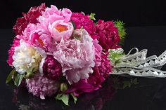Beautiful peonies for Do-it-yourself weddings.  Free shipping starting at $63.00 a dozen.