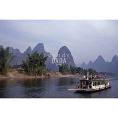 1980 Yangtze River-Cina; documento storico della nazione cinese. Pittoricità del #paesaggio, esseri umani annichiliti dalla velocità della trasformazione del contesto ambientale. La Repubblica Popolare Cinese si stava avviando verso una nuova era, troncando le proprie radici e il proprio passato in nome del progresso. #Cina #fotografia #arte