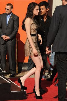 Kristen Stewart at the Twilight Hand and Footprint Ceremony  She looks amazing!
