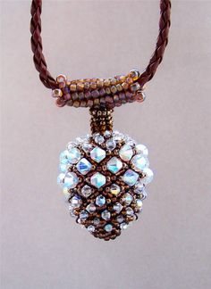 Crystals challenge: Aurelio Castano posted by BeadStyle - Bead Style Magazine want the pattern for this too but think I can find it?!!! No :(
