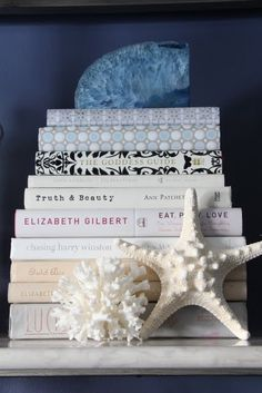 FiveElevenDecor: De-Girl-ifying the House - bookcase styling Picture Arrangements, Dream Beach Houses, Accessories Display, Decorating Ideas, Decor Ideas, Bookshelf Styling, Home Libraries, Waterfront Property, Wall Art Pictures