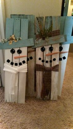 20 Brilliant DIY Pallet Furniture Design Ideas to Inspire You - diy pallet creations - holiday crafts Wooden Christmas Crafts, Pallet Christmas, Christmas Signs, Outdoor Christmas, Rustic Christmas, Diy Christmas Gifts, Christmas Fun, Holiday Crafts, Christmas Cards